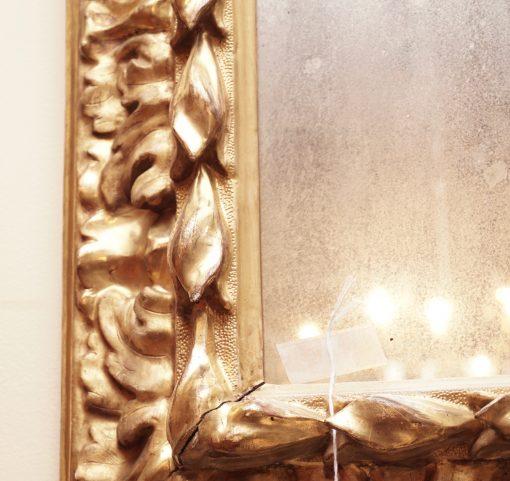 Florentin style mirror detail