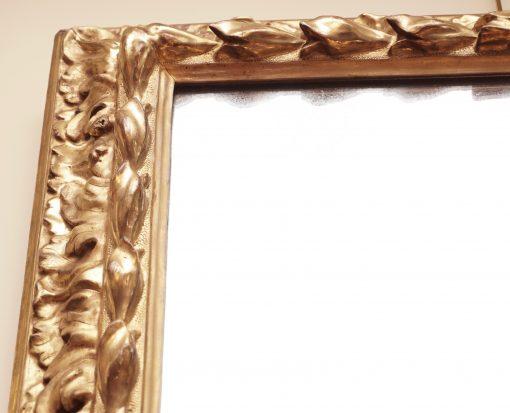Florentine style mirror corner
