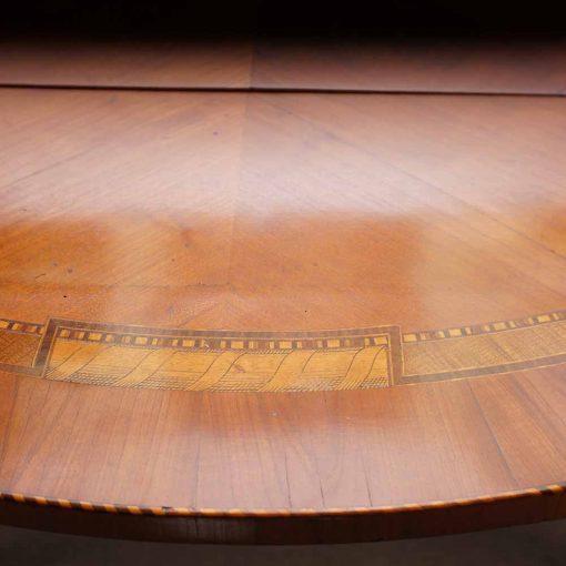 Cherry wood table edge